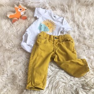 H&M baby onesie and yellow jeans outfit 4-6 month